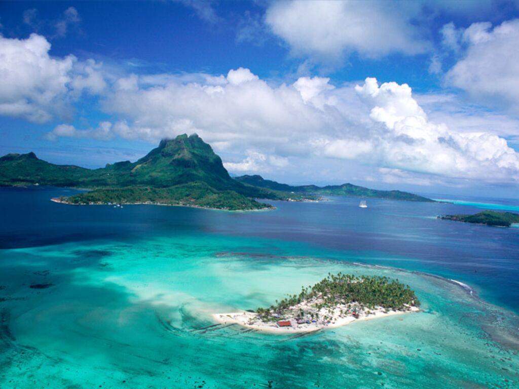 French Polynesia.  Таити - главный и самый крупный остров архипелага Острова Общества во...